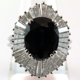 Bague en or gris saphir entouré de diamants trapèze 1456