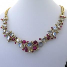 Collier en or rubis, pierres de lune et diamants 301