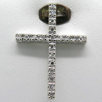 Pendentif croix en diamants sur monture en or blanc 329