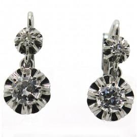 Boucles d'oreilles dormeuses en platine et diamants 230