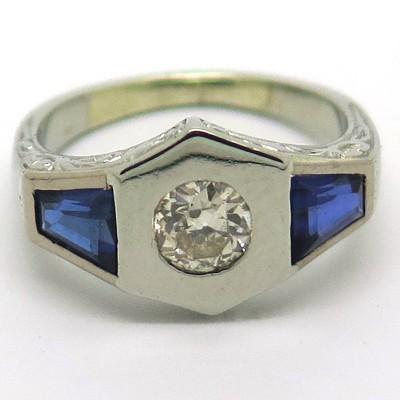 Bague 1920 en or blanc et diamant épaulé de pierres bleues Neuilly 1861