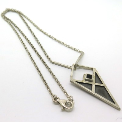 Collier amulette en argent et ébène C127