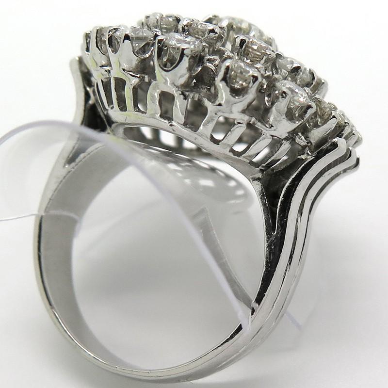 Bien connu en platine et diamants modèle marguerite 1714 OX04