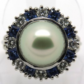 Bague perle grise entourage diamants saphirs 847
