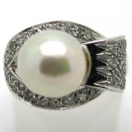 Bague perle et diamants sur monture en or blanc 1844